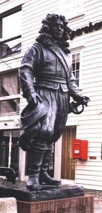 Памятник вице-адмиралу Корнелию Крюйсу в Амстердаме