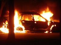 В Дагестане сгорел автомобиль с тремя людьми в салоне