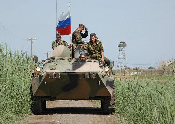 Сергей Шойгу: ни у кого не будет военного превосходства над Россией. Солдаты на БТР под российским флагом