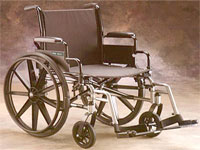Старушка на инвалидной коляске поехала в магазин по автобану