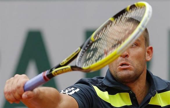 Теннисист Михаил Южный был вынужден сняться с Roland Garros после того, как избил себя ракеткой. Михаил Южный