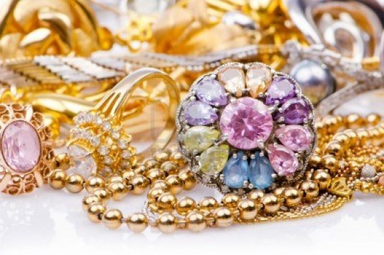 У москвички украли золота и бриллиантов на 11,4 млн рублей. У москвички украли золота и бриллиантов на 11,4 млн рублей