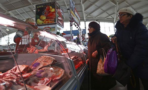 Минсельхоз: Благодаря эмбарго мы увеличили производство мяса и молока. Мясной прилавок