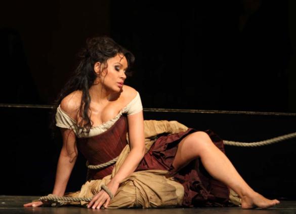 Опера: пощечина от белокурой Кармен. кармен