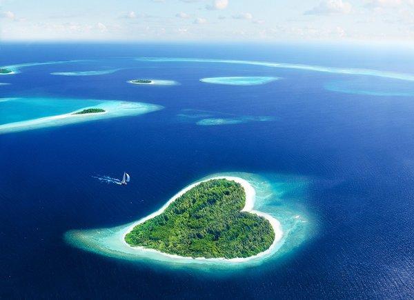 Брачная ночь с монархом. Остров на котором можно сыграть свадьбу.
