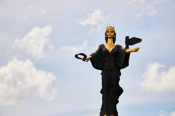 Сколько весит патриотизм Болгарии?. Статуя св. Софии в столице Болгарии