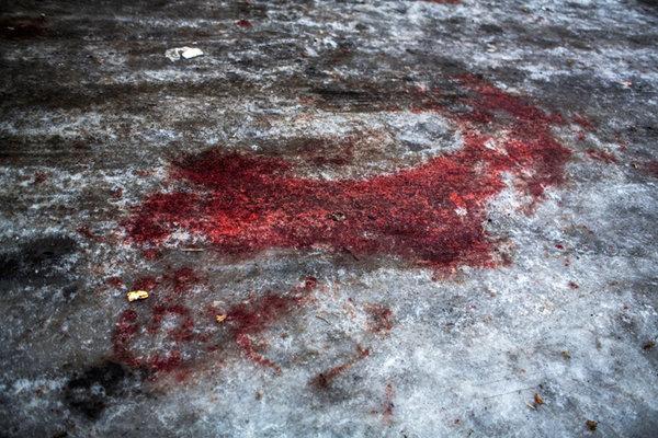 Волонтеры из Львова подорвались на фугасе в Донецке. кровь