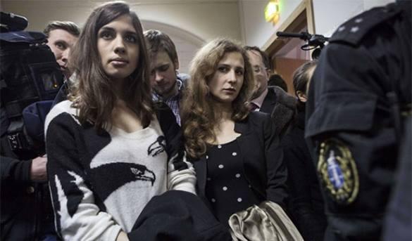 Pussy Riot просят ЕСПЧ расследовать свой спектакль.
