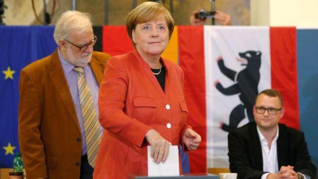 Меркель проголосовала на выборах молча. Меркель