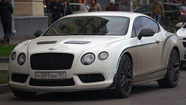 В Сети появилось фото Bentley, в котором Кокорин рассекал по вст