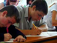Сегодня в школах сдают ЕГЭ еще по двум предметам