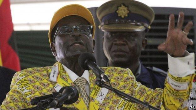 Правительство Зимбабве сплясало и спело в честь изгнания Мугабе-