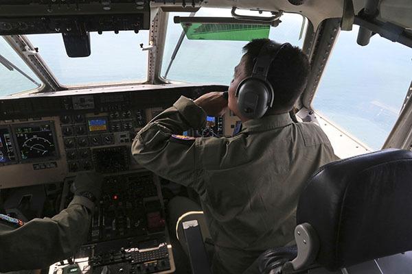 МЧС РФ нашел 48 предметов упавшего лайнера AirAsia. 308413.jpeg