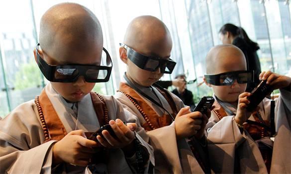 Треть современных детей начинают пользоваться смартфонами до того, как научатся  ходить и говорить. 318413.jpeg