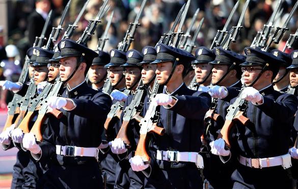 Япония борется за увеличение своей военной роли в мире. Японии нужна отмена ограничений на милитаризм