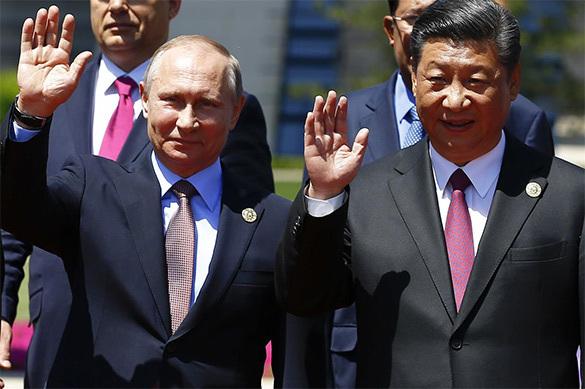 Путин поприветствовал председателя Китайская народная республика СиЦзиньпина вКремле