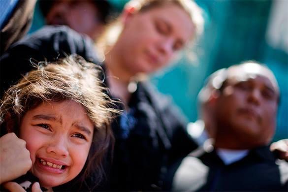 Пятиминутные слушания в суде - и дети отбираются у родителей. Новости ювенальной юстиции. В США детей коренных народов изымают из семьи за 5 минут