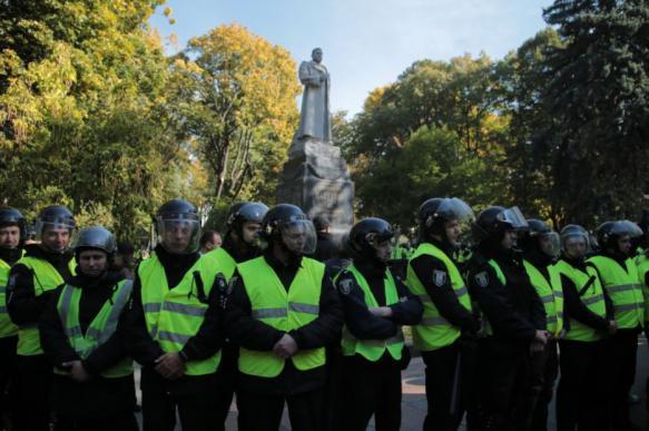 Украинские националисты в очередной раз попытались снести памятник Ватутину. 393416.jpeg