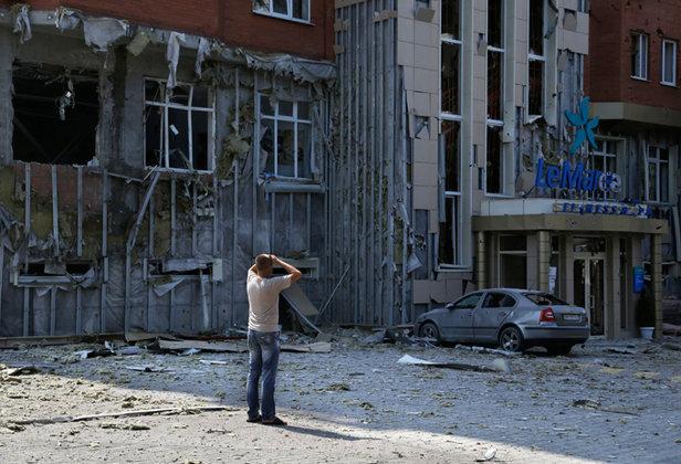 Украинский политик рассказал, что война в Донбассе может спасти Украину от дефолта: Главное, вызвать к себе сочувствие.. война донбасс мужчина