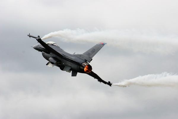 В Индонезии внезапно сгорел американский истребитель F-16. 317419.jpeg
