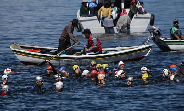 Боливия провела международный турнир по плаванию в открытой воде. На озере Титикака прошел турнир по плаванию