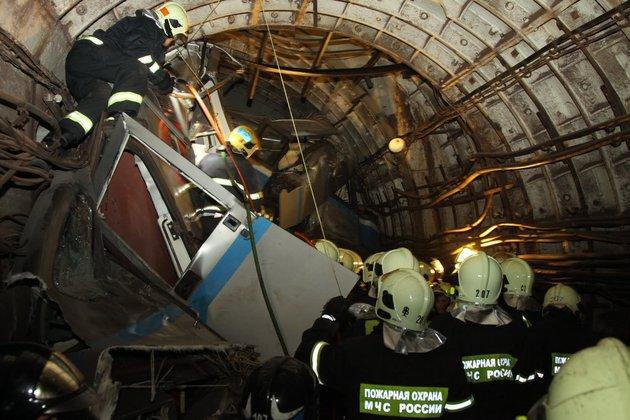 Катастрофа в метро могла произойти из-за неисправности в вагоне. Эксперты рассматривают новую версию катастрофы в метро