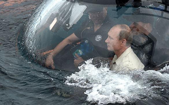 Владимир Путин в батискафе