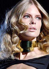 В период активного выпадения волос необходимо как можно чаще