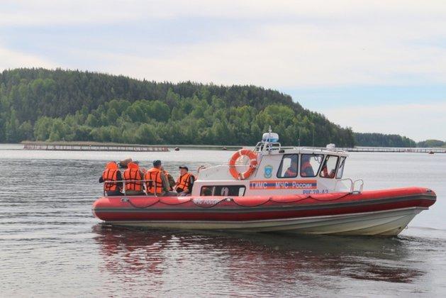 Подростки, перевернувшиеся на лодке на Ладоге, плыли отмечать де