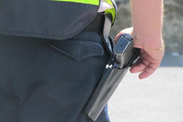 В Москве полицейский всадил две пули ниже спины уличному хулигану. В Москве полицейский всадил две пули ниже спины уличному хулиган