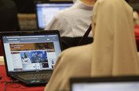 Ведущим во Франции запретили упоминать Twitter и Facebook. computer