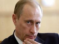 Путин возложил венок к мемориалу славы в Барнауле