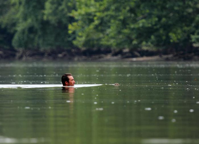 Лужков собирается проверить оценки иногородних отличников ЕГЭ