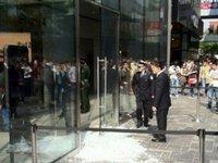 В Пекине покупатели подрались в очереди за iPad 2. 237428.jpeg