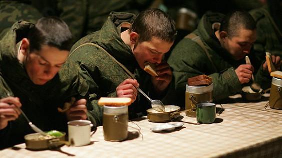 Украинские чиновники сплавляют бойцам ВСУ собачий корм под видом тушенки. Украинские чиновники сплавляют бойцам ВСУ собачий корм под видом