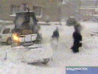 Снег заблокировал дороги на Сахалине