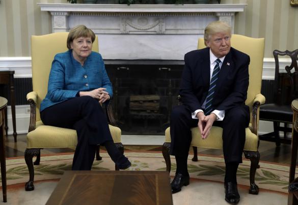 Мир гадает: Почему Трамп отказался рукопожать Меркель