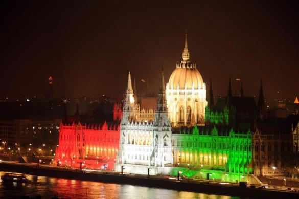 Венгерский парламент одобрил запрет напомощь преступным мигрантам