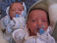 Индийская деревня бьет рекорды по числу новорожденных близнецов