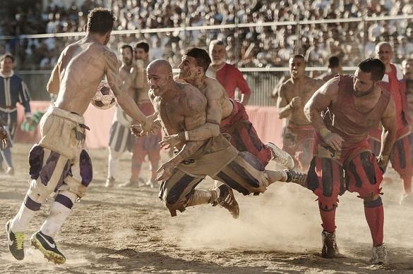 Флорентийский кальчо - самая жестокая разновидность футбола. 398437.jpeg