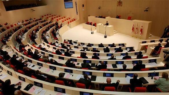 Внеочередное заседание грузинского парламента открылось потасовкой. 307438.jpeg