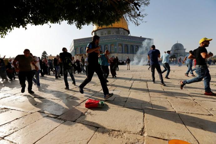 В Иерусалиме 12 палестинцев пострадали в стычках с израильской полицией. В Иерусалиме 12 палестинцев пострадали в стычках с израильской п