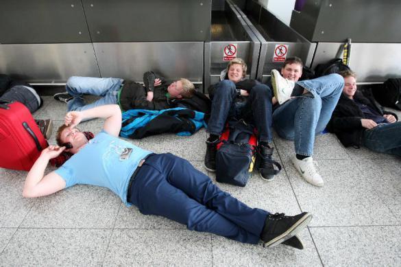 В аэропортах Москвы запретили сидеть на полу и слушать музыку. 386438.jpeg