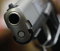 Милиционер выстрелил в живот пьяному водителю