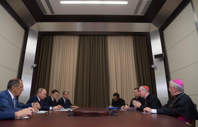 Путин заявил Паролину, что для России ценен диалог с Ватиканом. Путин заявил Паролину, что для России ценен диалог с Ватиканом