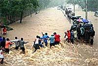 Катастрофа в Индонезии: прорвана дамба