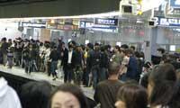 В токийской подземке застряли 75 тысяч человек