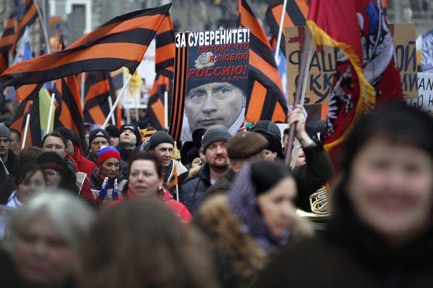 Больше 20 тысяч человек пришли на марш против Майдана в Москве. 289445.jpeg