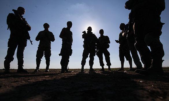 НАТО идет на Украину. Американские военные будут тренировать украинские батальоны. Солдаты на фоне неба