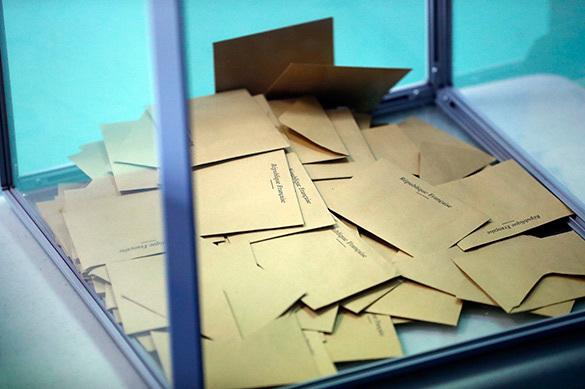 Из-за придурков, голосовавших за Ле Пен, французский мэр собра